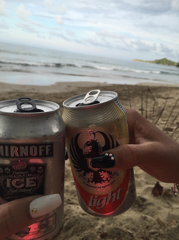 brindis en la playa costa rica